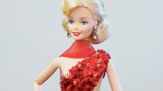 Jouet Ces 150 nuances de rouge qui ont fait tourner la tête de la poupée Barbie