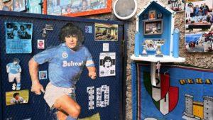 Enfant Une cave napolitaine transformée en temple dédié à Maradona