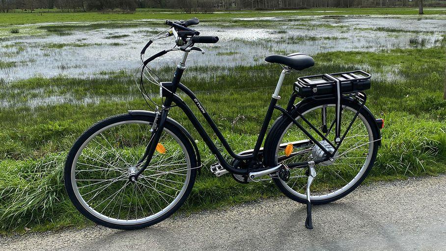 Chaussures de sport Check : Decathlon Elops 500 E : peut-on s'offrir un bon vélo électrique à 699 € ?