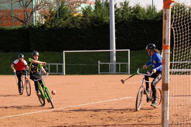 Camping Vélo Mag – La difficile survie du polo-vélo