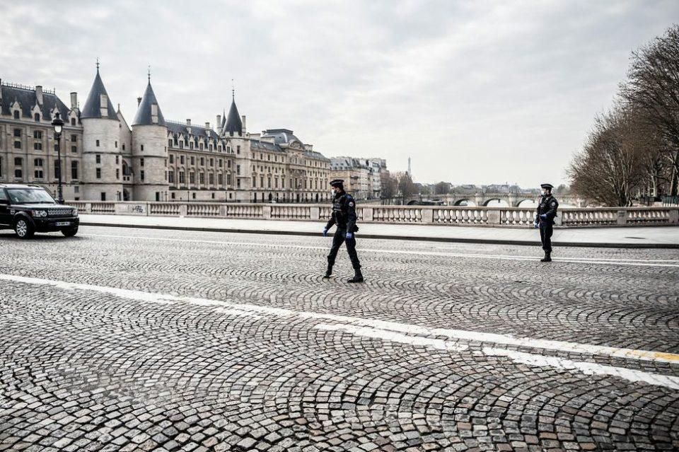Maillot de bain Coronavirus : une France sous cloche