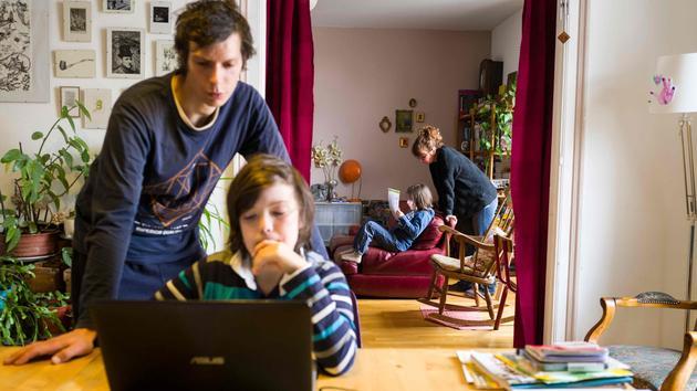 Enfant Coronavirus: les oldsters divorcés partagés entre angoisse et entraide