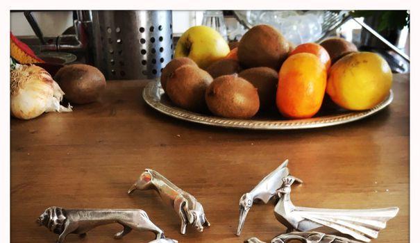 Rasage Chronique de confinement – Jour 4 : l'attribution des porte-couteaux animaux