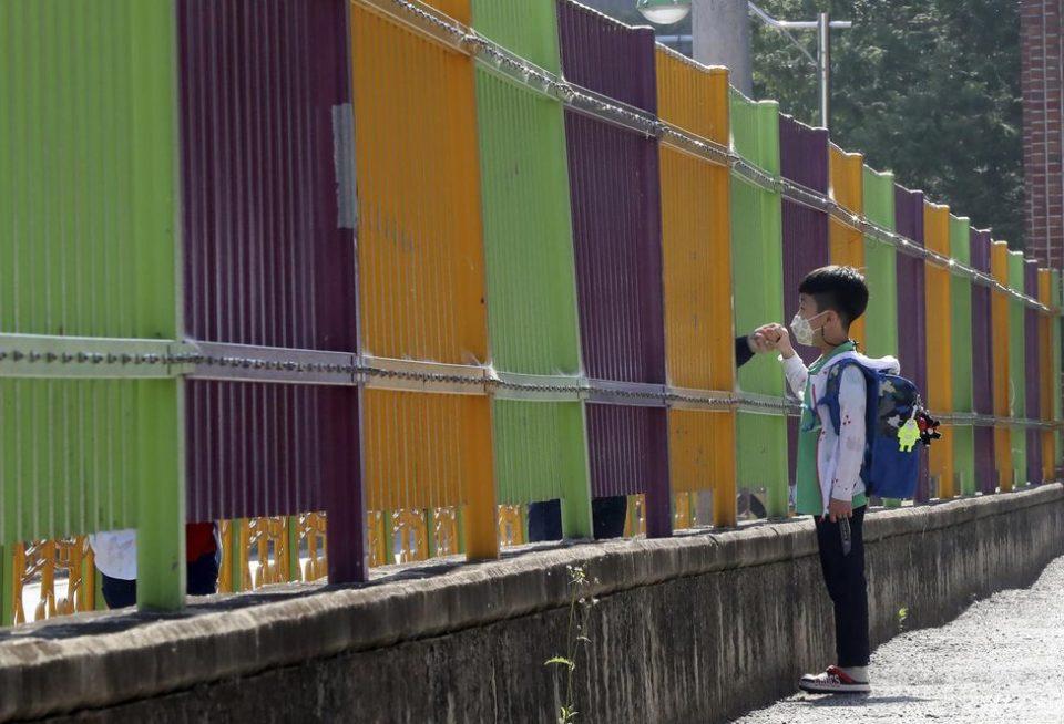 Enfant Appel au «civisme » des Français, restrictions dans les écoles en Corée, inquiétudes autour des données en Italie… Le level sur le coronavirus