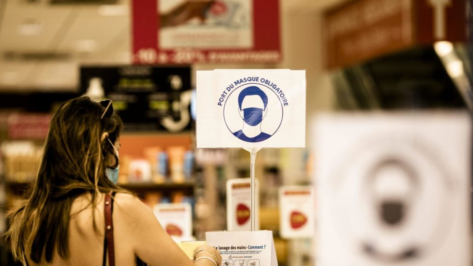 Maillot de bain Boycott de magasins, lobbying auprès des élus, appels à la désobéissance… Sur les réseaux sociaux les anti-masques se mobilisent