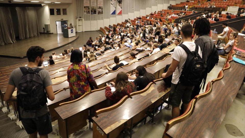 Bagage Réussir sa première année de bac en deux ans? L'avis de la Fédération des étudiants francophones