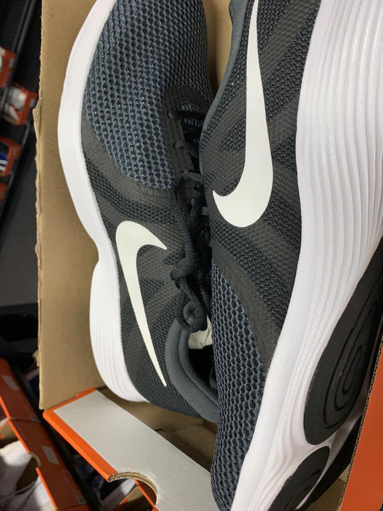 Chaussures Chaussures Nike Revolution 4 (Coquelles 62)
