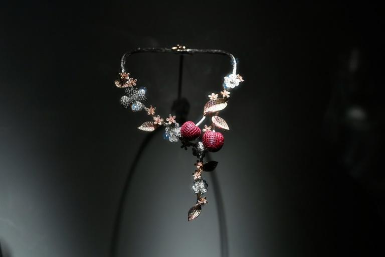 Bijoux Pierres précieuses, l'éblouissante symbiose entre science et art work
