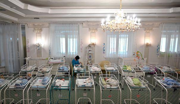 Bebe Fogeys éplorés, bébés bloqués à l'étranger: quand la pandémie sépare les familles des bébés nés de GPA