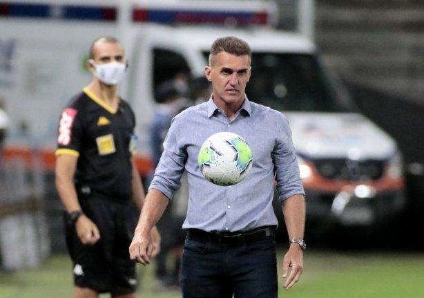 Maillot de bain Mancini exalta bom momento de Corinthians e Palmeiras e pede concentração para vencer Dérbi
