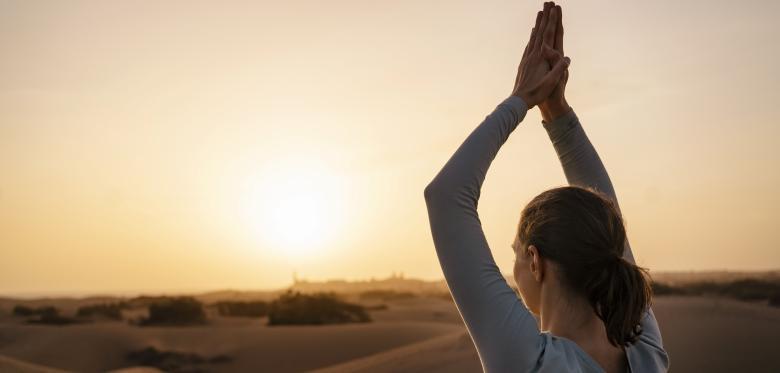 Maillot de bain Mit dieser Yoga-Routine kommen Sie durch den Iciness