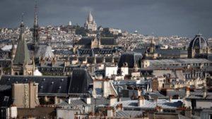 Maillot de bain Bataille autour du plafonnement des loyers à Paris