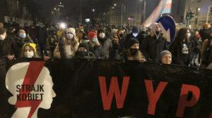 Maillot de bain Tisíce ľudí protestovali v Poľsku proti takmer úplnému zákazu interrupcií