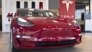 Maillot de bain Tesla underwhelms Wall St with hazy 2021 outlook