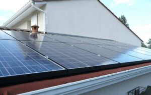 Maillot de bain France awards 191.3 MW in rooftop PV relaxed, prices fall all all over again – Renewables Now