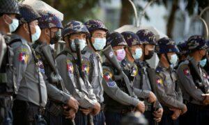 Maillot de bain Zamach stanu w Birmie. Wojsko umacnia władzę mimo protestów