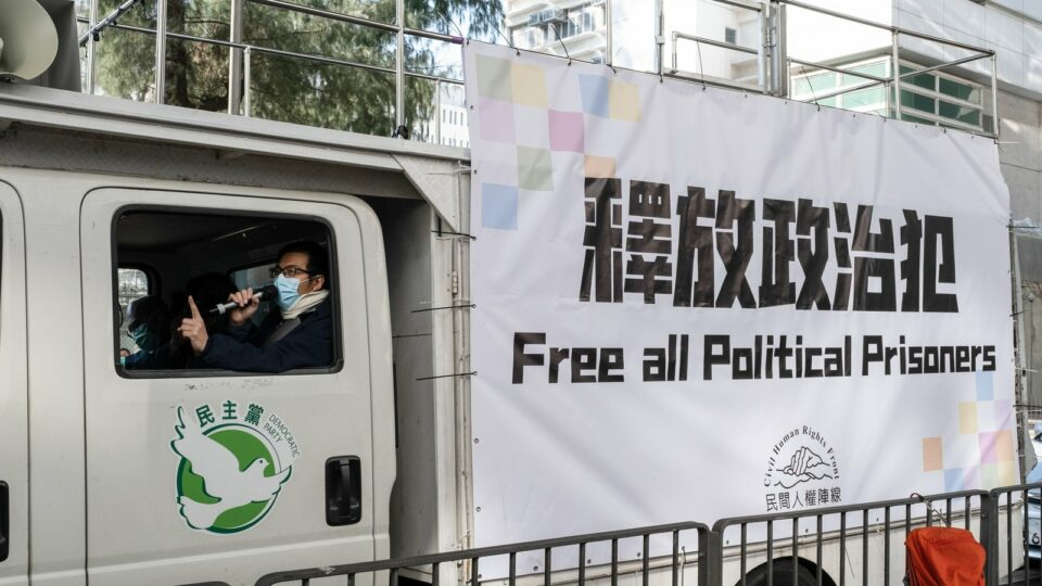 Maillot de bain 2nd Hong Kong radio host arrested for sedition