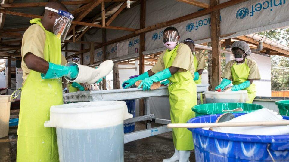 Maillot de bain Konžská žena zemřela po nákaze ebolou. Země se obává další epidemie