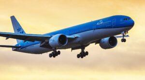 Maillot de bain Udržitelné syntetické palivo jako budoucnost létání. KLM poprvé použilo biokerosin při komerčním letu
