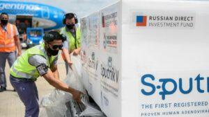 Maillot de bain Llegó al país el vuelo de Aerolíneas con 400.000 dosis de la vacuna Sputnik V