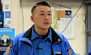 Maillot de bain NYPD Officer Accused of Spying for Chinese Regime to Be Released on $2 Million Bond
