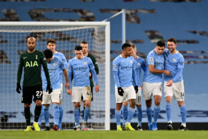 Maillot de bain Premier League LIVE: Ederson upset at penalty snub as Man City lead Tottenham, Klopp says title defence is over as Liverpool crumple to 'lucky' Leicester