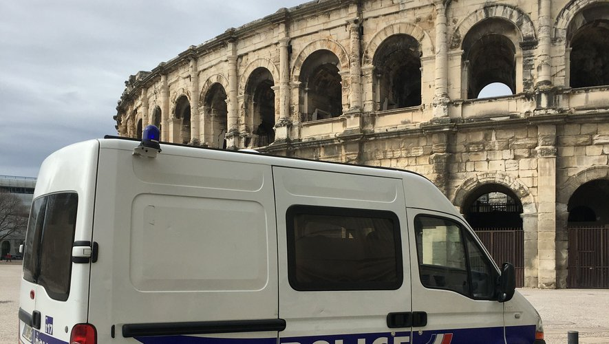 Maillot de bain Nîmes : il fonce sur un barrage de police, un fusil et des munitions retrouvés dans la voiture
