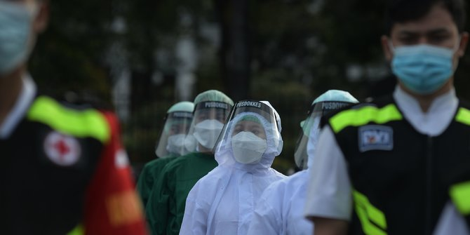 Maillot de bain Jokowi Buka Kemungkinan Vaksinasi Massal Dilakukan di Pasar dan Kampung Zona Merah