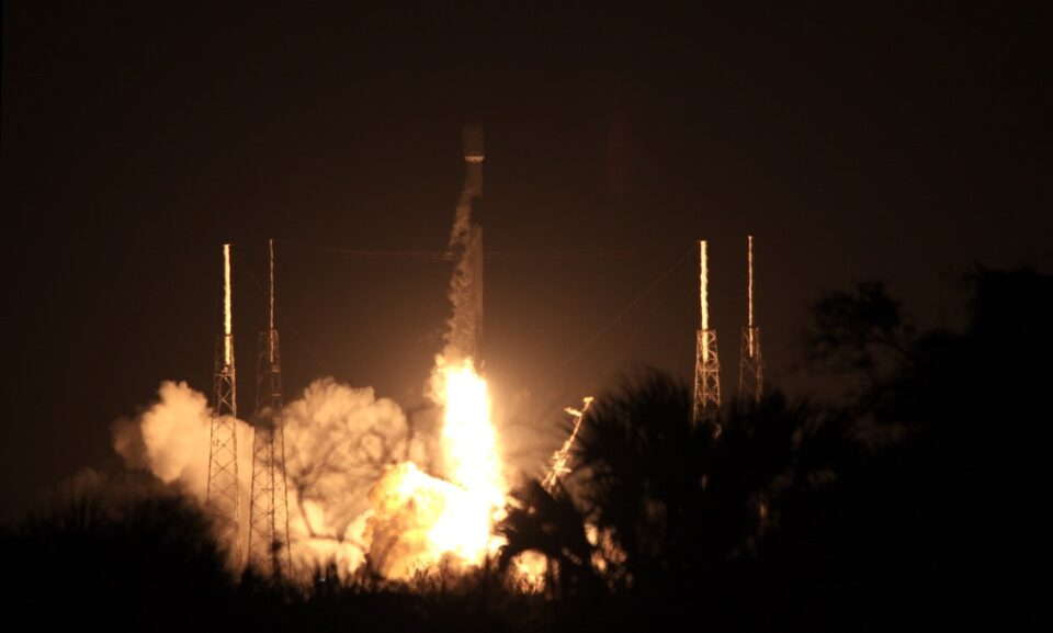 Maillot de bain SpaceX efficiently deploys 60 Starlink satellites, nonetheless loses booster on descent