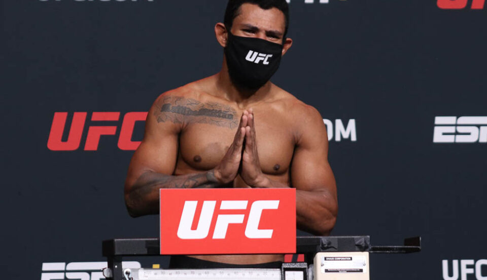 Maillot de bain Rafael Alves comes in 11.5 pounds heavy for all-time UFC weight ride away out; battle scrapped