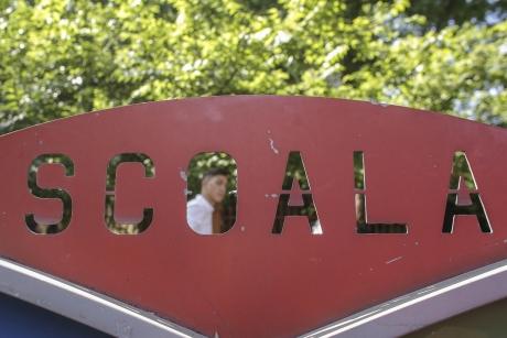 Maillot de bain România vrea să vaccineze toți profesorii în 7 zile