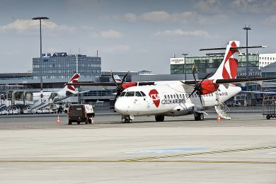 Maillot de bain Soud vyhlásil úpadek Českých aerolinií. Firma dluží 1,8 miliardy korun, další rozhodnutí přijde v červnu