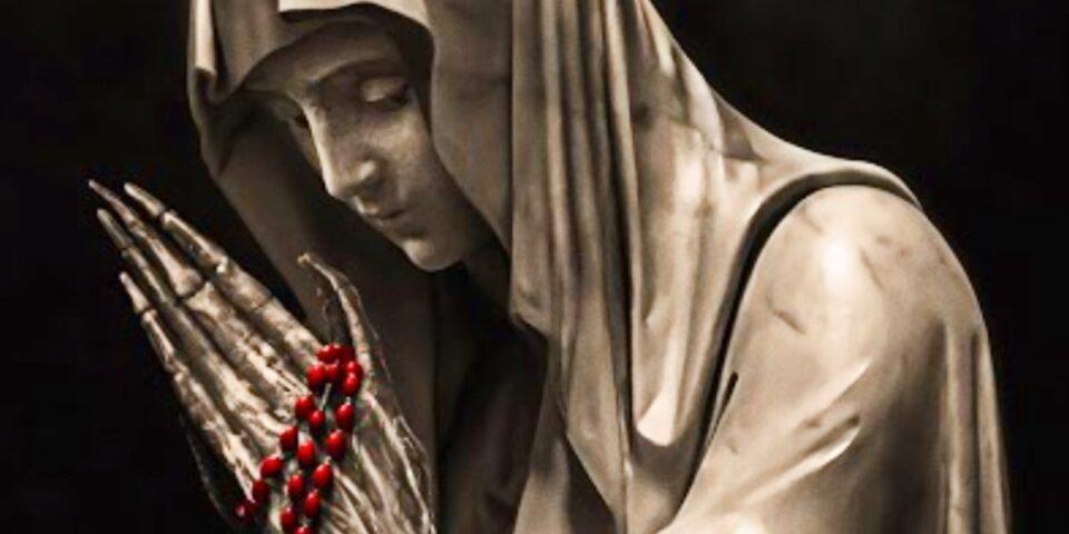 Maillot de bain Nesvatá: Kdo stojí za zázraky? Horor od Sama Raimiho s Jeffrey Dean Morganem se blíží