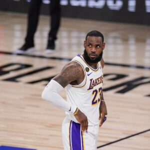 Maillot de bain LeBron James Calls Atlanta-Condo Spa Shootings 'Mindless and Tragic'