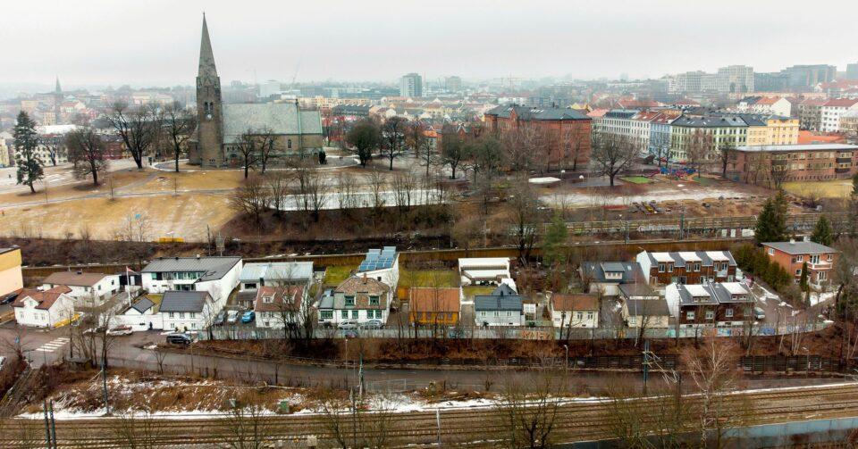 Maillot de bain Boligområdet midt i Oslo må rives, sier Bane Nor. Deres egen tegning viser noe annet.