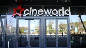 Maillot de bain After first annual loss, Cineworld raises extra cash