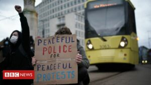Maillot de bain Demolish the Invoice Manchester pronounce: 18 arrested after protesters block tram traces