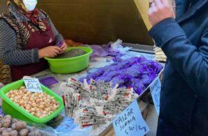 Maillot de bain Vești bune! Sătenii din Suraia vând vaccin Pfizer în Piața Obor
