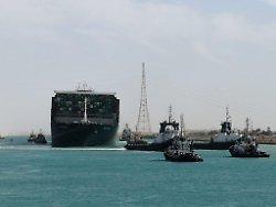 Maillot de bain Und sie bewegt sich doch: «Ever Given» befreit – Schiffsverkehr im Suezkanal läuft wieder an