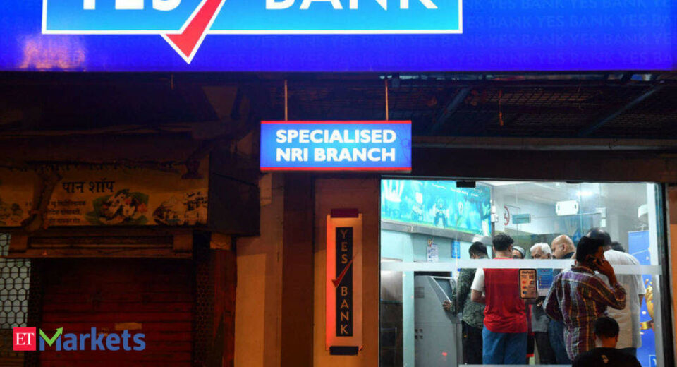 Maillot de bain YES Bank surges 17% before inclusion in Nifty Next50 index