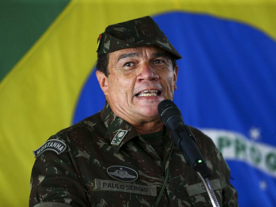 Maillot de bain Novo comandante originate Exército é overall defensor de mais restrições contra a Covid