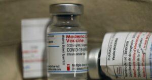 Maillot de bain Επιστήμονες έβγαλαν στη φόρα τις «συνταγές» των εμβολίων της Pfizer και της Moderna