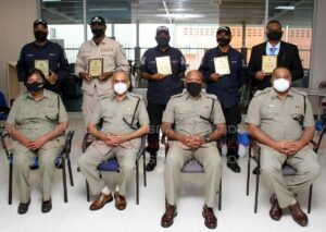 Maillot de bain 25 site traffic police officers honoured for carrier