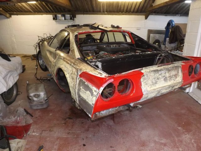 Maillot de bain Ferrari relate in mud to be auctioned