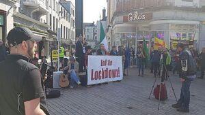 Maillot de bain Covid-19: Cork anti-lockdown rally rails in opposition to 'enslavement'