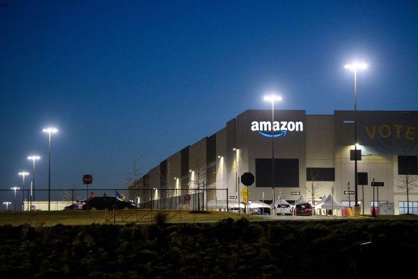 Maillot de bain Amazon addresses pee bottle denial tweet