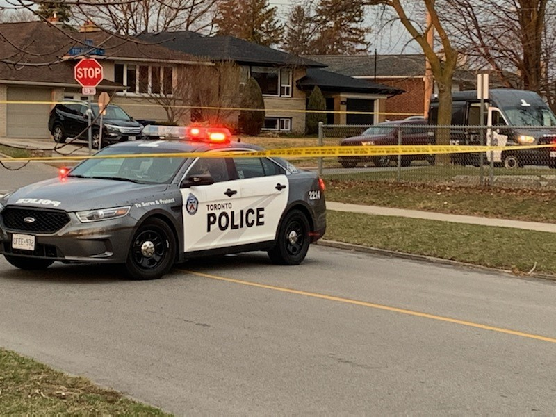 Maillot de bain One dreary, one injure in Etobicoke taking pictures