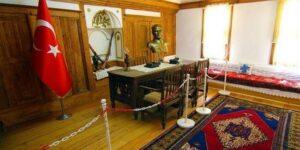 Maillot de bain Afyonkarahisar Valiliğinden «köy odasının Atatürk Evi olarak kullanıldığı» iddiasına ilişkin açıklama