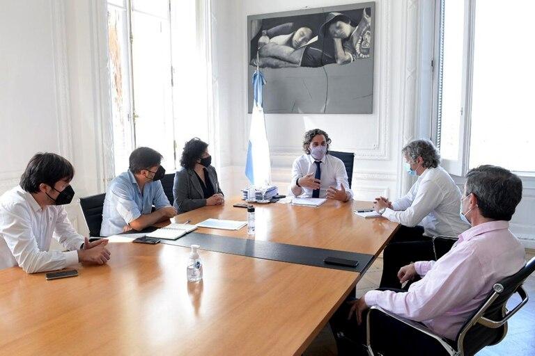 Maillot de bain Suba de contagios: el Gobierno decretará cierres de circulación nocturnos y limitará los encuentros sociales