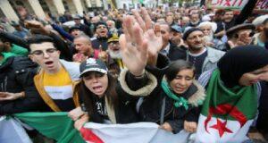 Maillot de bain Les étudiants algériens de nouveau dans la rue pour réclamer le départ du régime